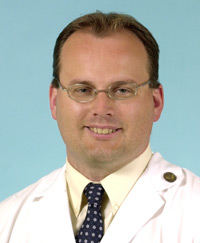 Thoracic surgeon Traves Crabtree, MD, treats lung cancer patients.