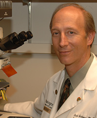 Neurology chairman David Holtzman, MD is using a new method that collects spinal fluid to detect changes in the brain.