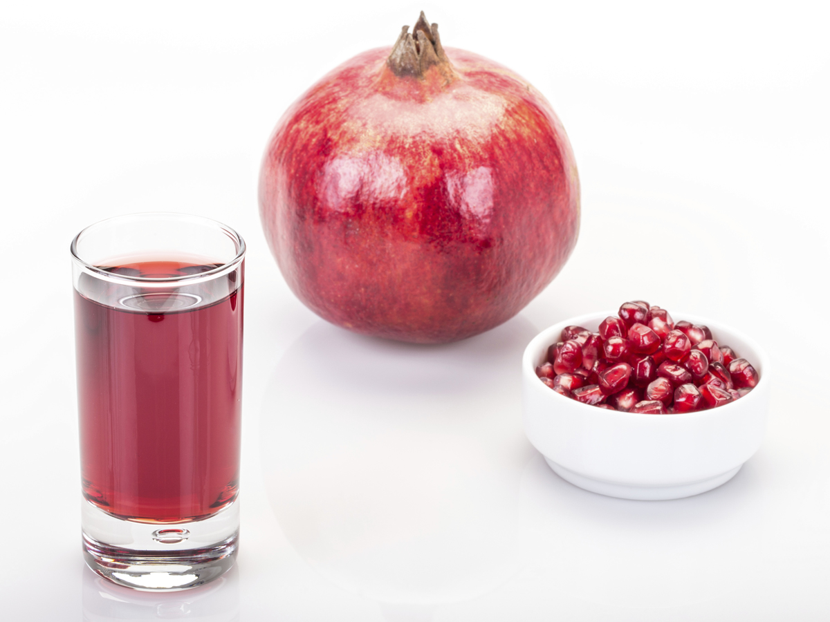 New research suggests pomegranate juice may prevent health issues during pregnancy.